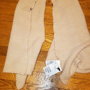 H&M Accessories - NWT H&M Peachy-Pink Color Scarf!
